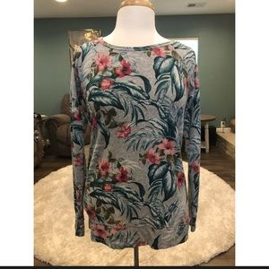 Tommy Bahama tropical print shirt size small pet.